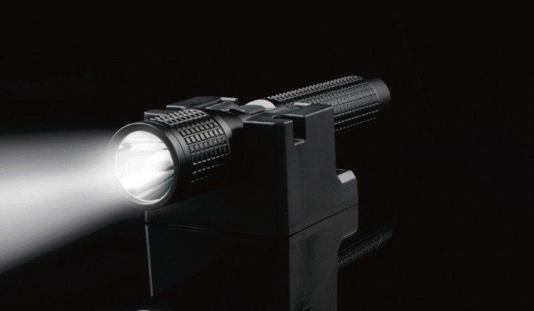 Nite-Ize T4RD-01-R8 Black INOVA T4R Rechargeable LED Flashlight 850 Lumen